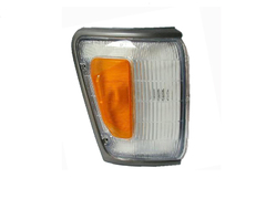 TOYOTA HILUX LN106 4WD CORNER LIGHT RIGHT HAND SIDE