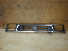 TOYOTA HILUX RN147 GRILLE FRONT